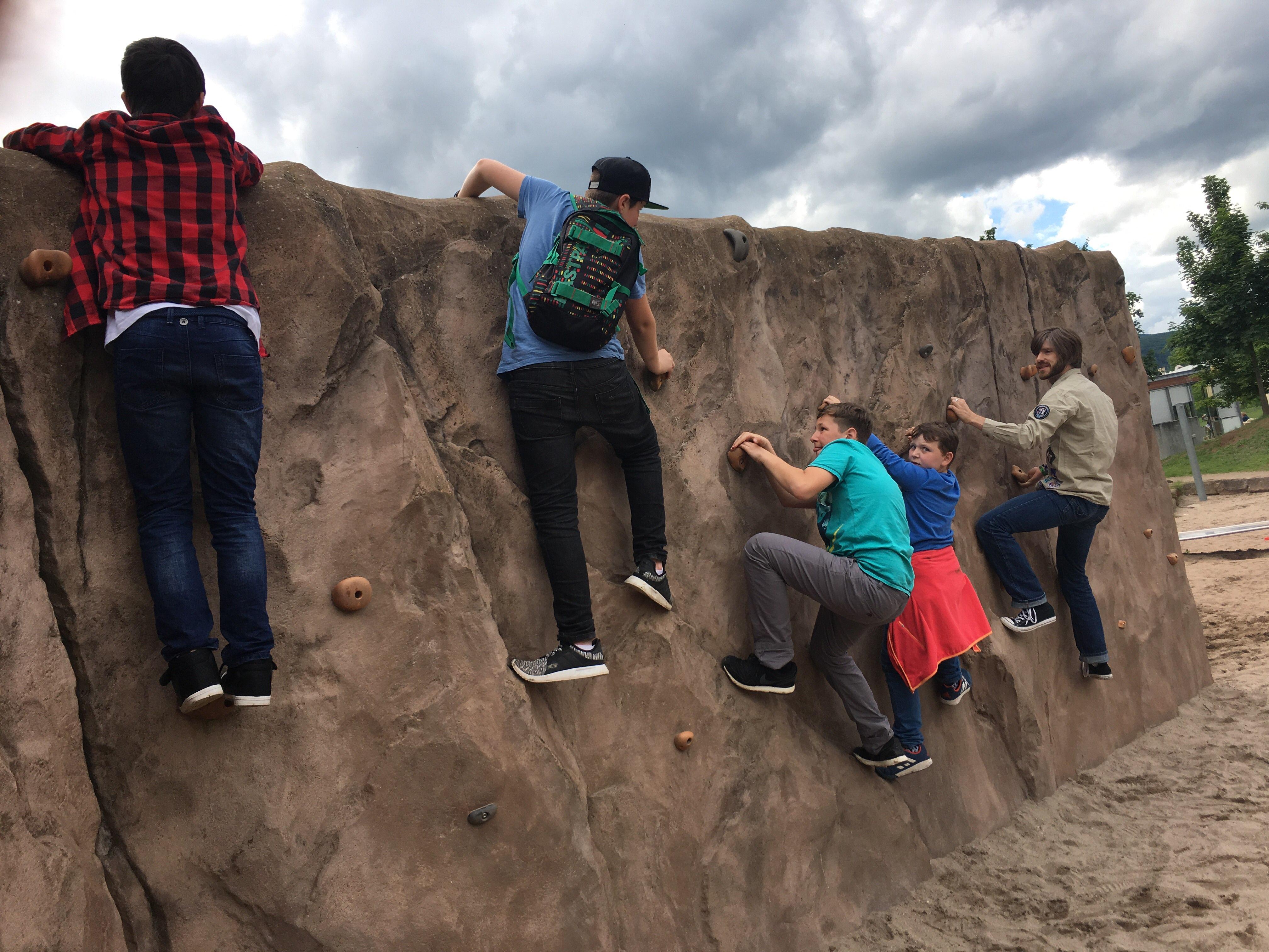 Auch das Abhängen an der Kletterwand im Park am Mäuseturm gehörte zu den Aufgaben.